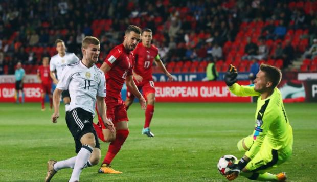 Alemania sigue intratable: victoria por 2-1 ante República Checa
