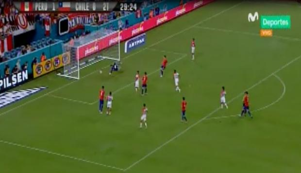 Pedro Aquino marcó el segundo de Perú ante Chile (Captura y video: Movistar Deportes).