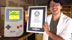 Estudiante construye 'Game Boy' gigantesco y obtiene un Récord Guinness [FOTOS Y VIDEO]