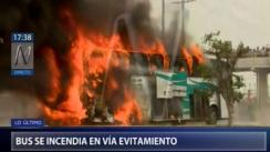 Independencia: Bus interprovincial arde en llamas frente a MegaPlaza [VIDEO]