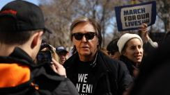 Paul McCartney recuerda a John Lennon en la 'Marcha por nuestras vidas' [FOTOS Y VIDEO]