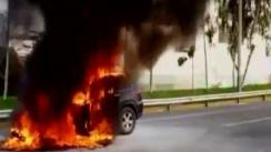 Camioneta se incendió en plena Panamericana Sur [VIDEO]
