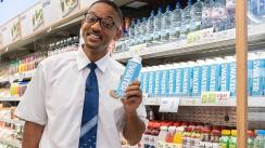 Will Smith sorprendió al presentarse como promotor en un supermercado [VIDEO]