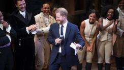 El príncipe Harry canta en musical y sorprende a Meghan Markle [VIDEO]