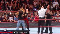 The Undertaker y Kane atacaron brutalmente a Triple H y Shawn Michael [VIDEO]