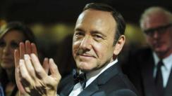 Kevin Spacey reaparece en público tras denuncias de agresión sexual en su contra | FOTOS Y VIDEOS