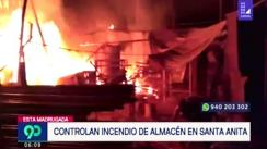 Incendio consumió almacén de materiales reciclables en Santa Anita [VIDEO]
