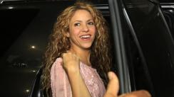 Shakira se divierte haciendo paddle surf en la playa | FOTOS Y VIDEOS