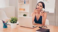 Cinco pasos para conseguir un 'make up' ideal para el trabajo