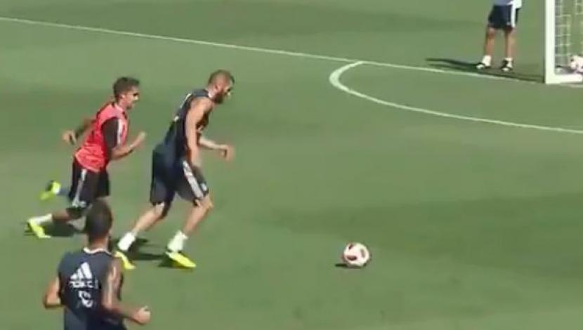 Benzema hizo todo perfecto en una jugada del entrenamiento de Real Madrid. (Captura y video: YouTube)