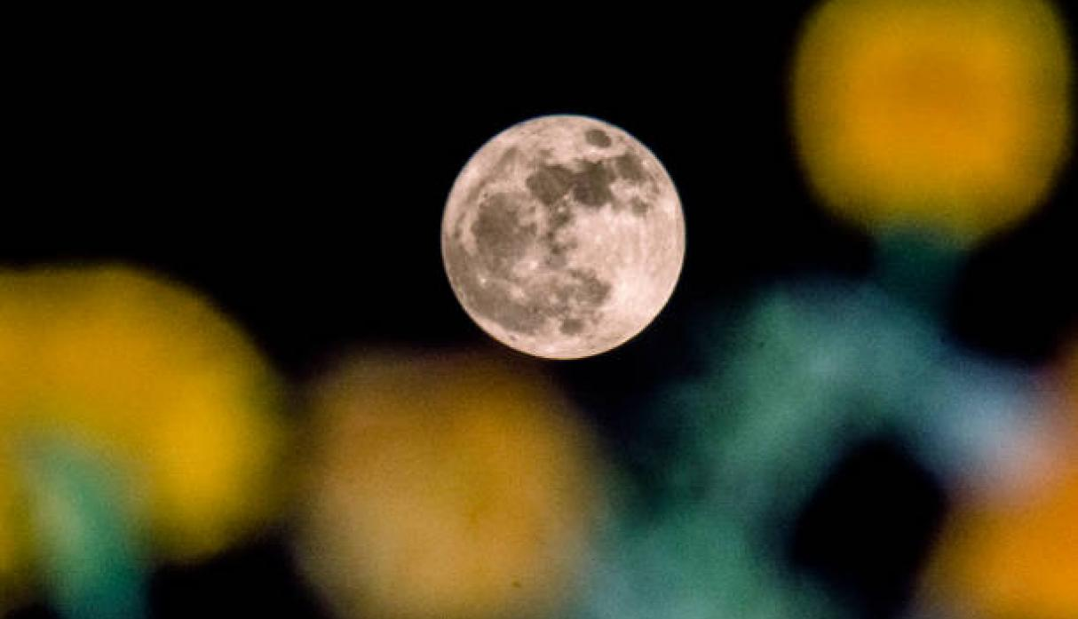 Superluna en Srinagar, la India.