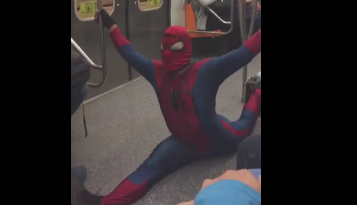 'Spiderman' baliando 'Dura Challenge'. (Facebook)