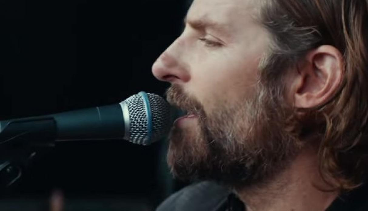 Lady Gaga luce irreconocible en primer adelanto de la película 'A Star Is Born' [VIDEO]