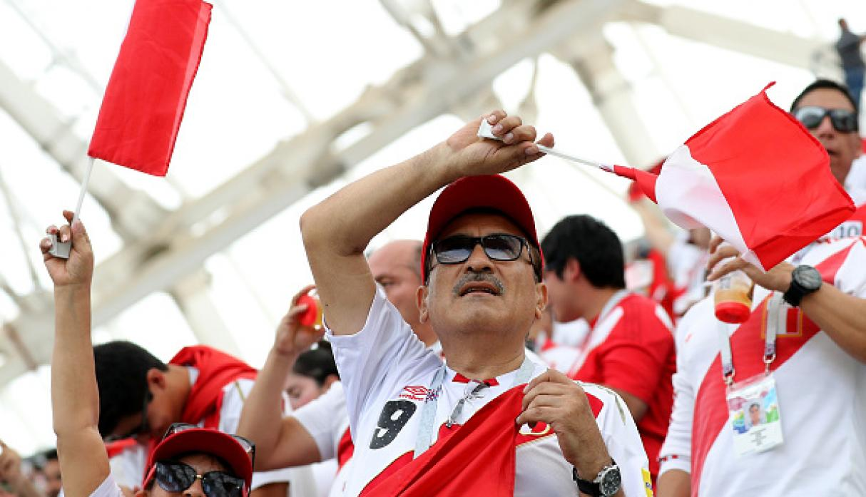 ¡Conmovedor! Himno nacional del Perú retumbó en el estadio Fisht. (Getty)